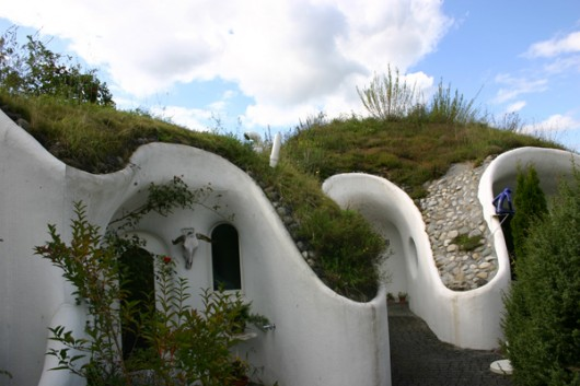 earth-houses-hobbit-holes